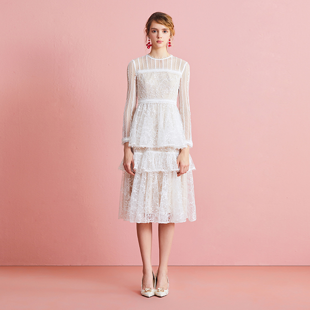 云白色多层网纱刺绣蕾丝连衣裙