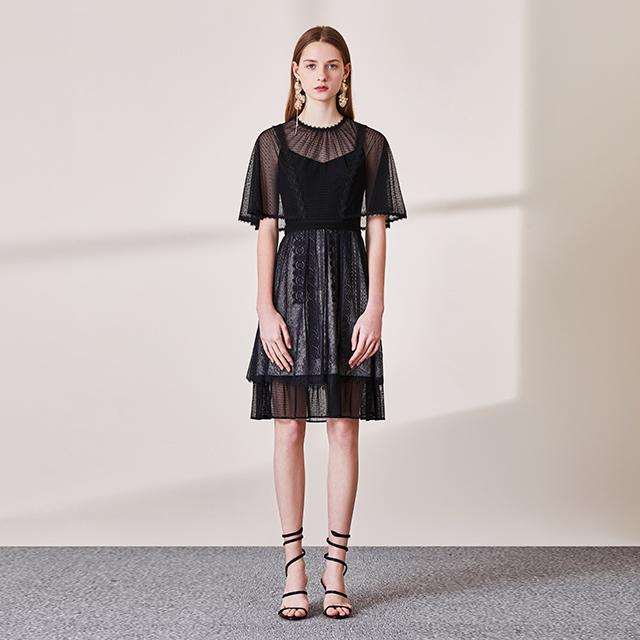 黯黑色轻奢披肩袖蕾丝连衣裙